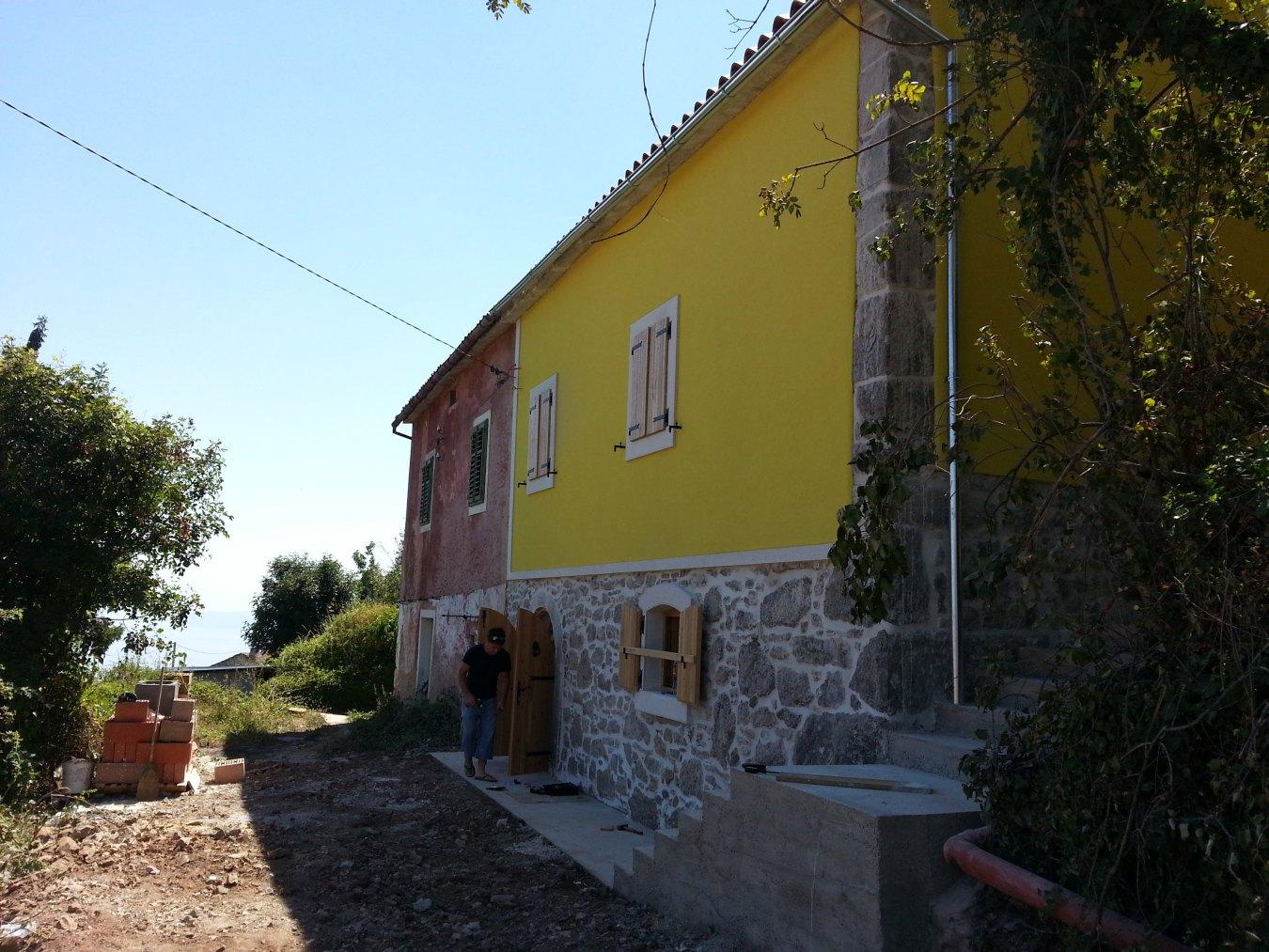 Rekonstruirana kamena kuća/Reconstructed stone house, 100m2, € 115.000
